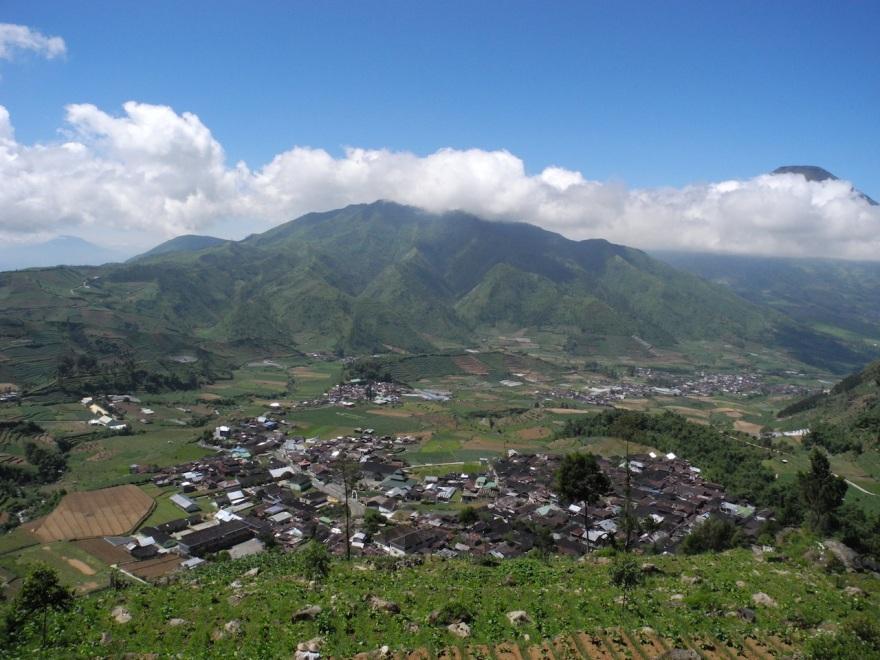 View dari gardu pandang, sekitar 1.789 meter di atas permukaan laut.