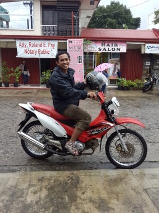 Saya dan sepeda motor yang macho.