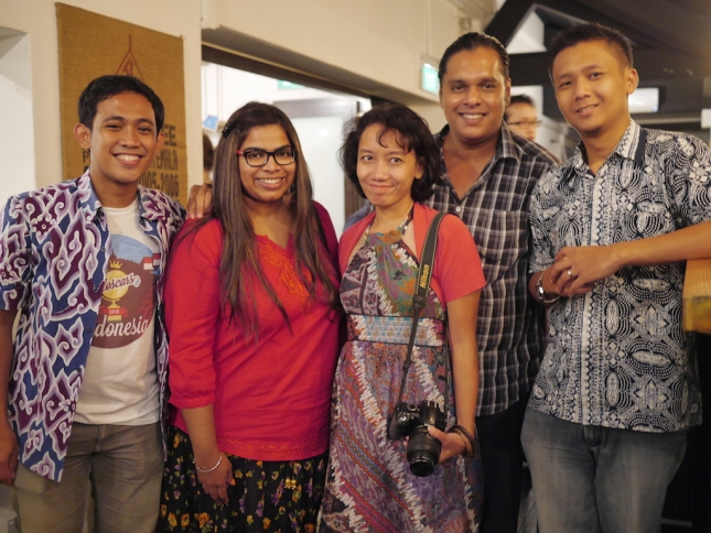 The lucky guy, Fahmi, and Indri, with Travel & Beyond, the APAC winner.