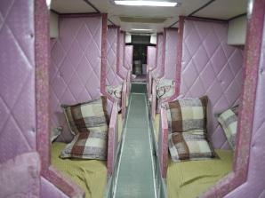 Interior merah muda