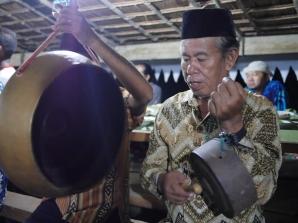 Musik tradisional di Orom Sasadu