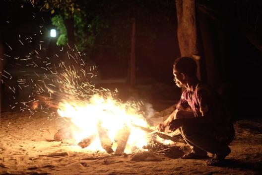 Api unggun di Pulau Macan