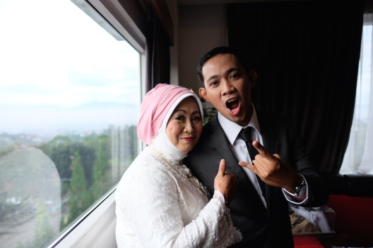 Groom and Mom