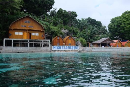 Pulau Tiga Maluku