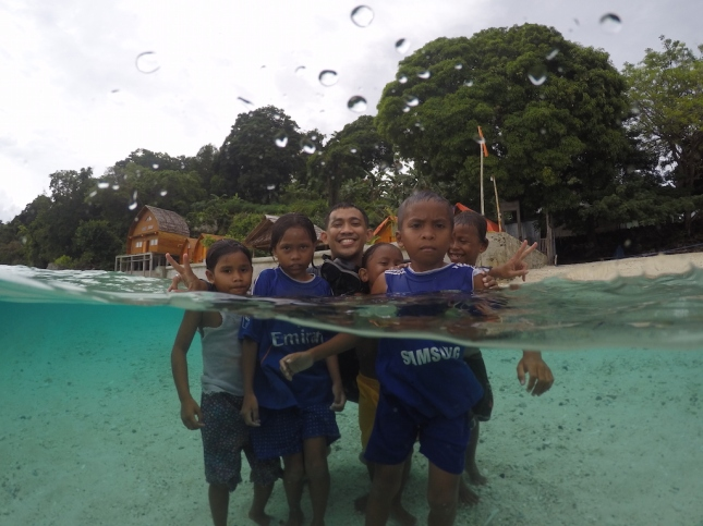 Anak-anak Pulau Tiga Maluku